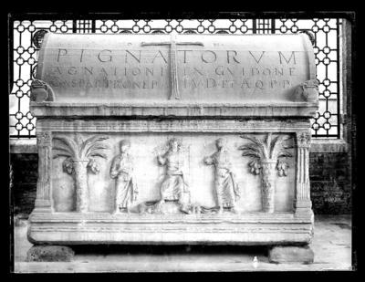 Ravenna, Quadrarco di Braccioforte, Sarcofago Pignatta