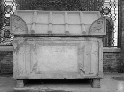 Ravenna, Quadrarco di Braccioforte, Sarcofago Traversari