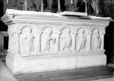 Ravenna, Basilica di San Francesco, Sarcofago del vescovo Liberio