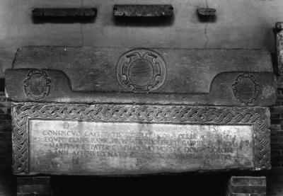 Ravenna, Museo Nazionale, Sarcofago con iscrizione cinquecentesca