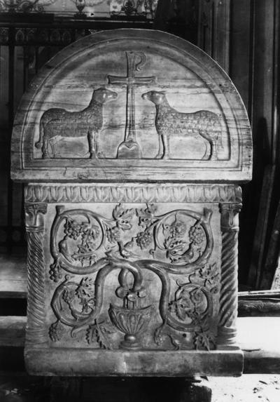 Ravenna, Duomo, Sarcofago del beato Rinaldo, fianco destro
