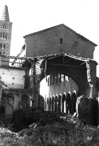 Ravenna, Basilica di San Giovanni Evangelista dopo i bombardamenti del 25 agosto 1944