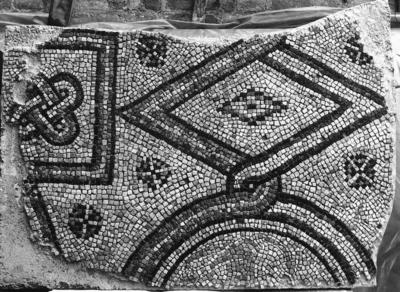 Ravenna, Basilica di Sant'Apollinare in Classe, Pavimento musivo