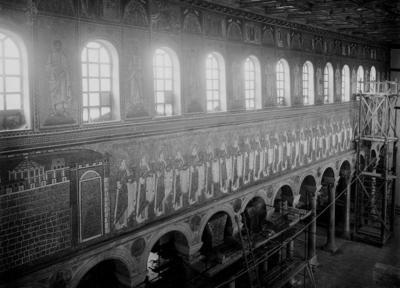 Ravenna, Basilica di Sant'Apollinare Nuovo, Interno durante i restauri