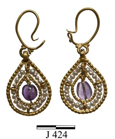 Department of Antiquities Republic of Cyprus: Pair of gold drop-shaped earrings  (J. 424)