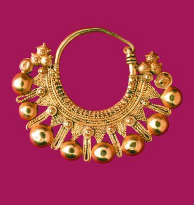 Μουσείο Ιεράς Μονής Κύκκου (Κύπρος): Χρυσό ενώτιο σε σχήμα κλειστού μισοφέγγαρου. (Δ 203)