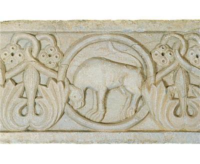 Μουσείο Ιεράς Μονής Κύκκου (Κύπρος): Μαρμάρινο παλαιοχριστιανικό ανάγλυφο (πιθανόν επιστυλίου), κοσμημένο με ελισσόμενο φυτικό διάκοσμο και κύκλους. Λεπτομέρεια (Δ 314)