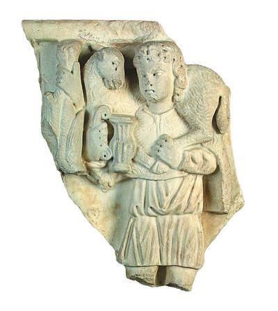 Μουσείο Ιεράς Μονής Κύκκου (Κύπρος): Μαρμάρινο τμήμα σαρκοφάγου με παράσταση νεαρού κριοφόρου άνδρα (καλού ποιμένα), ο οποίος στο δεξί του χέρι κρατεί κάνθαρο. (Δ 1206)