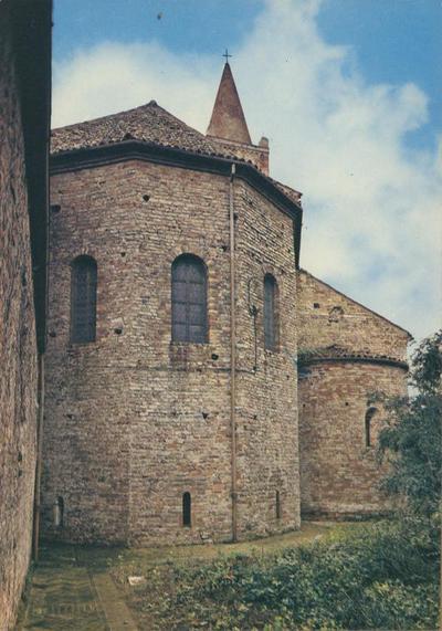 Abbazia di Pomposa (Ferrara) - l'abside maggiore, pentagonale, e la absidiola nord