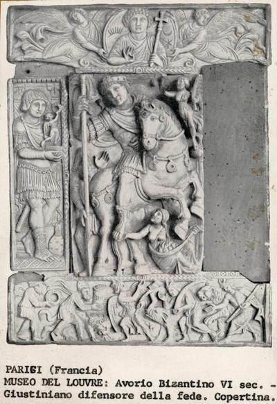 Parigi (Francia). Museo del Louvre: Avorio Bizantino VI sec .- Giustiniano difensore della fede. Copertina
