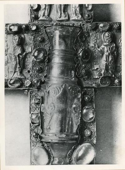 Borghorst: chiesa cattolica. Croce-reliquiario. Particolare della parte centrale col portaprofumi in cristallo di rocca