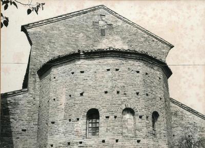 Bagnacavallo (Ravenna): chiesa di S. Pietro in Sylvis. Particolare delle strutture posteriori (foto di L. Veggi)