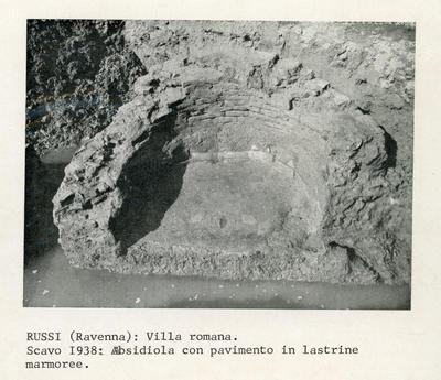 Russi (Ravenna): Villa romana. Scavo 1938: absidiola con pavimento in lastrine marmoree
