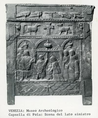 Venezia. Museo Archeologico.  Capsella di Pola: Scena del lato sinistro