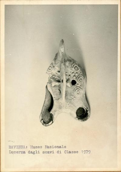 Ravenna: Museo Nazionale. Lucerna degli scavi di Classe 1979