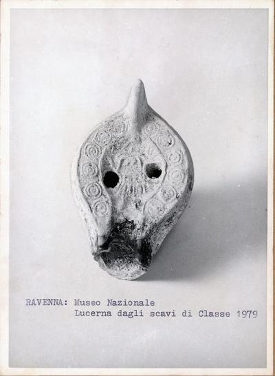 Ravenna: Museo nazionale. Lucerna dagli scavi di Classe 1979