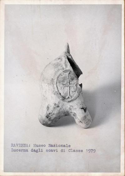 Ravenna: Museo nazionale. Lucerna dallo scavo di Classe 1979