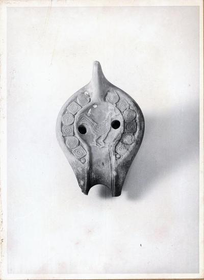 Ravenna: Museo Nazionale. Lucerna fittile tardoantica dallo scavo di Classe 1979