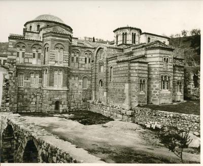 S. Luca di Focide (Grecia). Vista est del Catholicon e della chiesa della Vergine (a destra)
