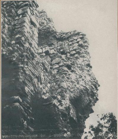 Kemalpaşa (Turchia). Plazzo di Nymphaion: impronta di 3 volte nel I piano della facciata occidentale: a sinistra resti della volta centrale