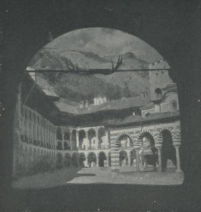 Rila (Bulgaria). Monastero. Il cortile visto dalla porta ovest detta Dupnicka