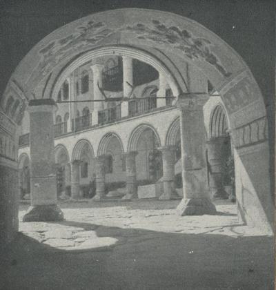 Rila (Bulgaria). Monastero. Il cortile visto dalla porta ovest detta Samokorska