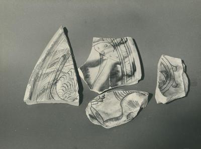 Ravenna. Museo Nazionale.Frammenti dagli scavi di Piazza Caduti. Colori ferraccio e verde ramino