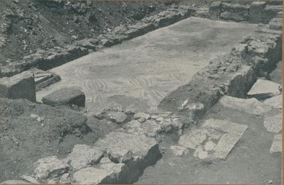 S. Croce di Camarina-Pirrera: basilica bizantina. Fondazione di destra dell'abside (in primo piano) e navata destra