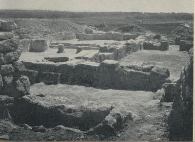 S. Croce Camarina. Basilica bizantina della Pirrera. Veduta del nartece meridionale dell'angolo S-O del nartece