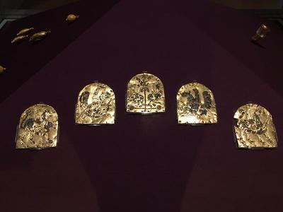 Bulgaria, Archaeological Museum of Preslav, Preslav Treasure, five gold cloisonné plaques belonging to a diadem