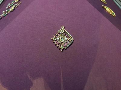 Bulgaria, Archaeological Museum of Preslav, Preslav Treasure, gold pendant with gemstones and pearls