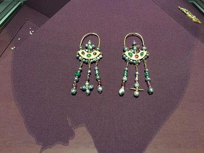 Bulgaria, Archaeological Museum of Preslav, Preslav Treasure, gold earrings with gemstones and pearls