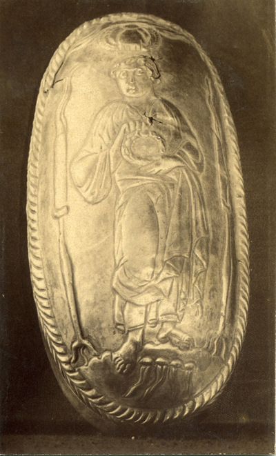 Lid of silver capsella