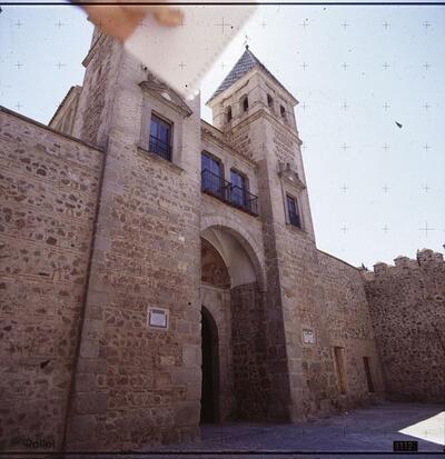 Patio de armas de la Puerta de Bisagra.-.