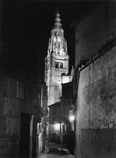 Torre de la Catedral desde la calle de Santa Isabel por la noche.-.