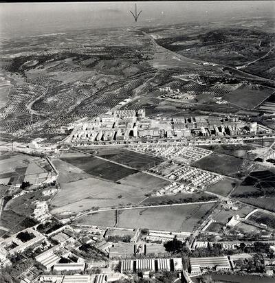 Vista aérea de la Fábrica de Armas, el Poblado Obrero y el barrio de Palomarejos.