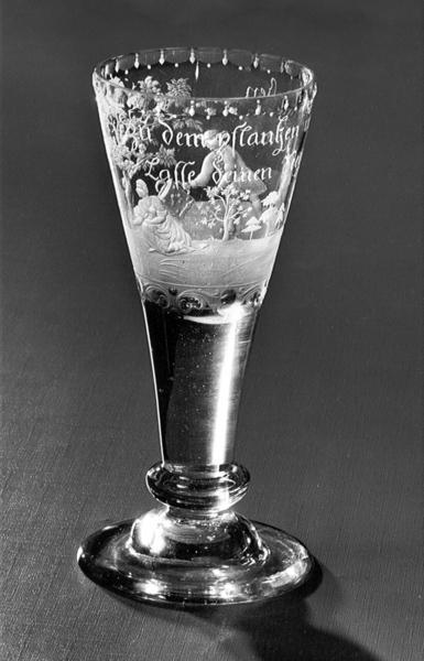 Spitzglas mit allegorischer Darstellung