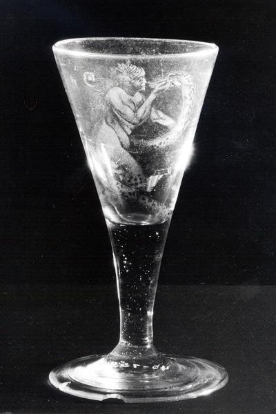 Trichterglas mit Darstellung von Hermione und Kadmus