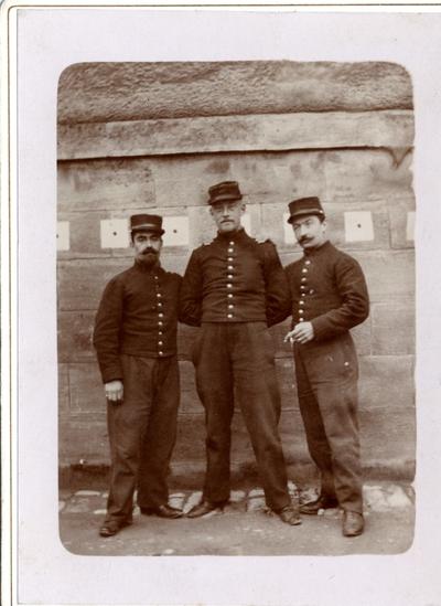 FRAD083_40_Soulier Michel, Ryder Carlos et Ryder Marcelle