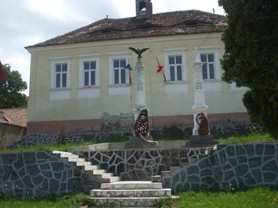 Monumentul Eroilor din Poiana Sibiului, căzuţi pentru ţară, în cele două Războaie Mondiale