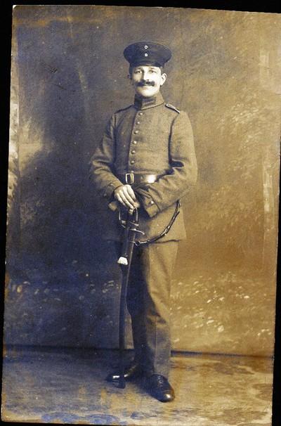 Heinrich Terhünte - Postkarten in Uniform, zu Pferde und beim Kriegsgottesdienst.