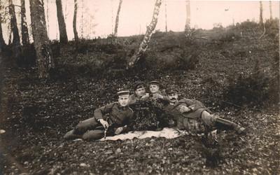Gruppenfoto mit Flöte und Getränken