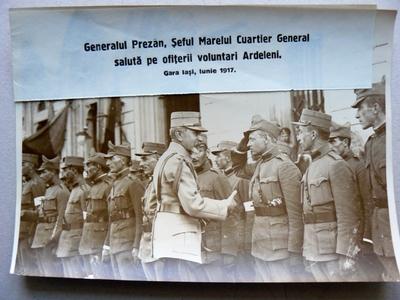 Generalul Constantin Prezan salutând ofițerii ardeleni