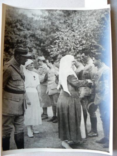 """Regina Maria vizitând Sanatoriul """"Carpați"""" (28 august, 1917)"""