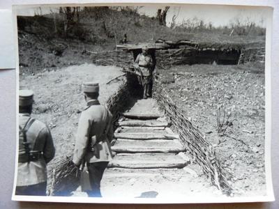 M. S. Regele în tranșeele din Valea Oituzului (1917)