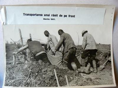Transportarea unui ranit pe  front (1917)