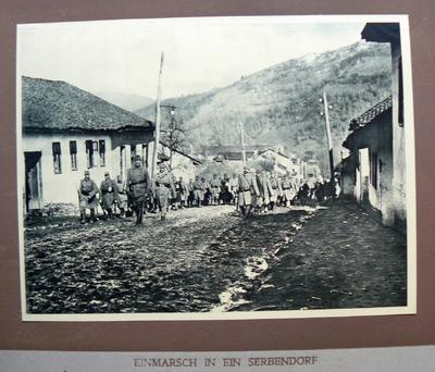 Einmarsch in ein Serbendorf