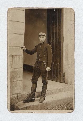 04 Ernest René Souc. Photo d'un soldat de 17 ans
