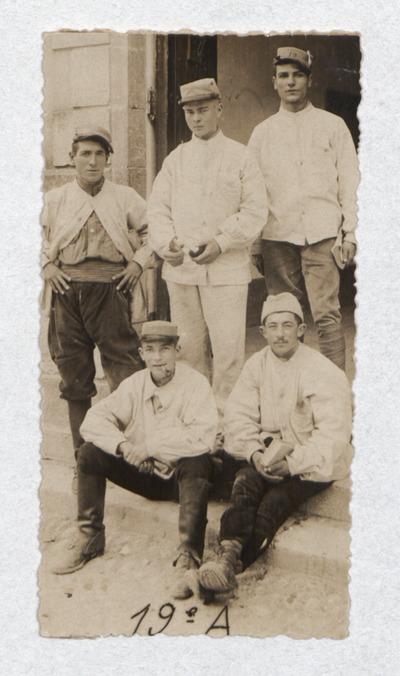 06 Ernest René Souc. Photo d'un groupe de 5 militaires