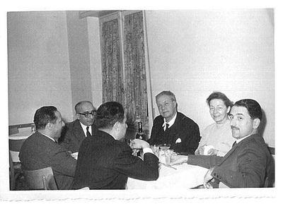 Aldo Capitini a tavola con amici